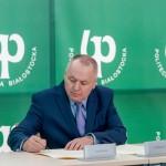 Podpisanie aktu erekcyjnego przez Rektora PB